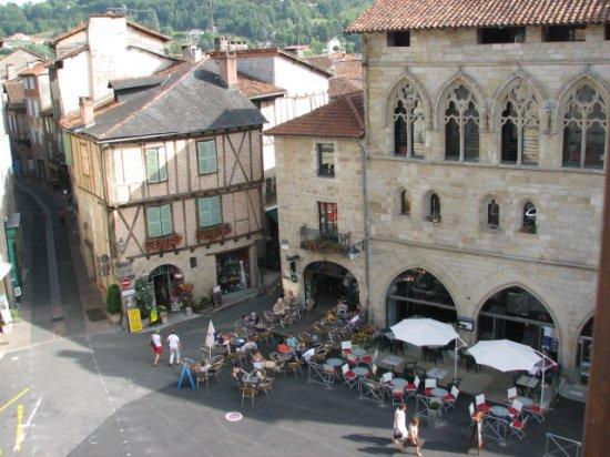 Par ordre alphabétique, des villes et des villages . - Page 39 Rtw-2006.1187446500.view-of-figeac-village-from-museum